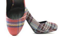 Decolletè donna in tessuto tartan con tacco spesso comodo,scarpa elegante ma sportiva,lucacazature ora anche online con il proprio estore