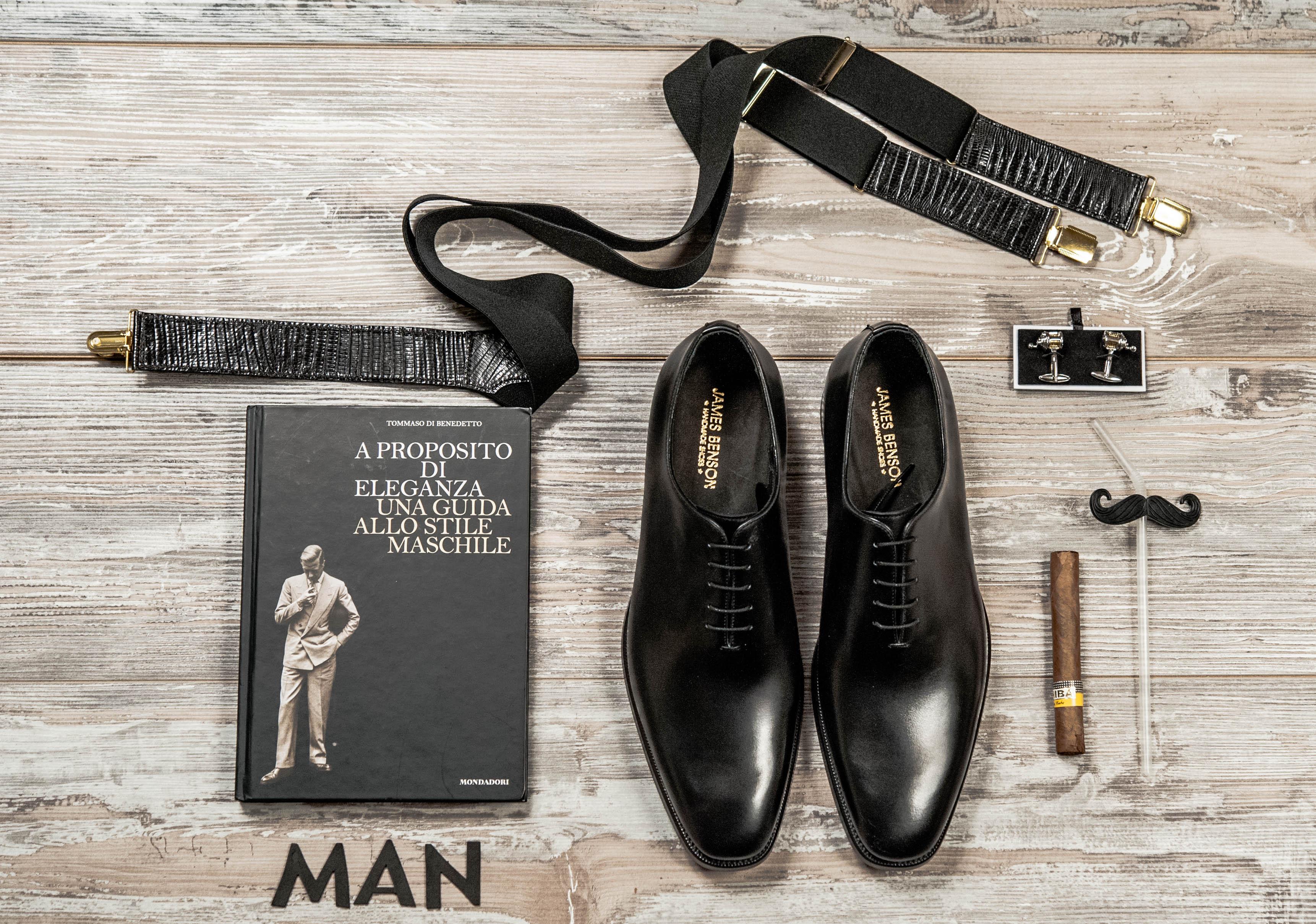 Se sei fra quelli che trovano le scarpe eleganti un elemento poco adatto al  tuo quotidiano devi sapere che con indosso un bel completo afc4a0421ff