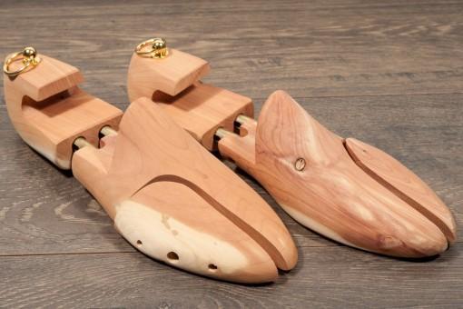 Accessori e cura delle scarpe,forma legno con molla per calzature da uomo.Ecommerce manutenzione uomo. www.lucacalzature.it