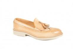 Iscriviti alla newsletter di Lucacalzature per ricevere tantissime promozioni su eventuali sconti e calzature in promozione. Pantofola in vitello beige con fondo gomma,marchio Alexander.
