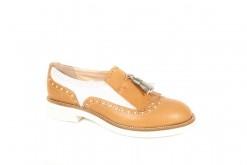 Scopri tutte le scarpe stringate da donna Primavera Estate sul nostro ecommerce www.lucacalzature.it .Pantofola in pelle bicolore con fiocco argento.