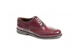 Oxford shoes in vitello spazzolato bordouex con suola di cuoio cucita a mano.