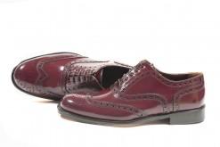 Oxford shoes in vitello spazzolato bordouex con suola di cuoio cucita a mano.Shoponline