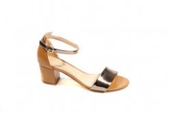 Sandalo elegante da donna in pelle cuoio e laminato argento,Cinturino regolabile.