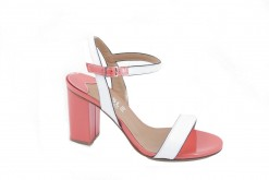 Sandalo elegante in vernice con doppio colore.Prodotto made in italy artigianale.