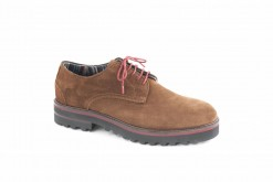 scarpe-in-camoscio-semplici-e-comodeun-classico-sportivo-in-camoscio-con-suola-di-gomma