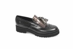 slipon-in-vernice-con-frangia-e-fioccoscegli-le-calzature-a-milano