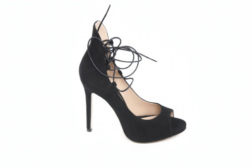 Sandali in camsocio con cinturini alla caviglia e tacchi alti,scopri le scarpe aldo castagna.