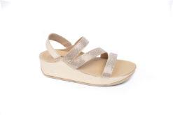 Sandalo da donna elegante e sportivo realizzato in pelle oro con strass e accessori.Scegli i tuoi.