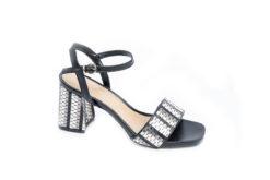 Scopri i sandali nuovi per la collezione estiva 2017,tacchi alti e bassi.