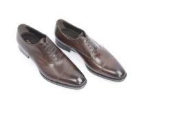 Stringate da uomo classiche in pelle con suola di cuoio cucita a mano.Scegli le calzature Luca.