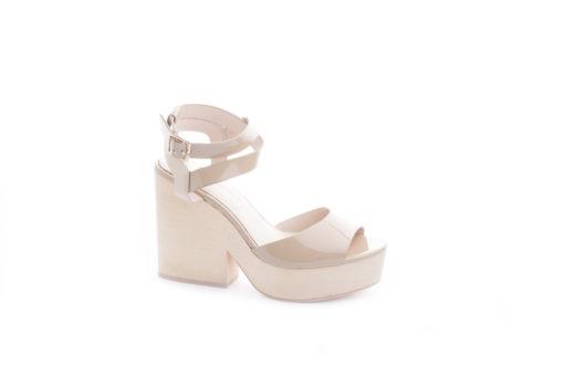 Acquista in totale sicurezza le scarpe da donna e da uomo disponibili sul nostro ecommerce italiano.