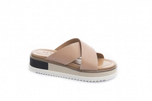 Ciabatta da donna sportiva con suola di gomma, scegli i tuoi sandali bassi sul nostro ecommerce.