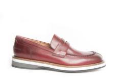 Scegli le scarpe da uomo sportive ed eleganti, scopri il nostro sito ecommerce e visita la sezione prodotti maschili.