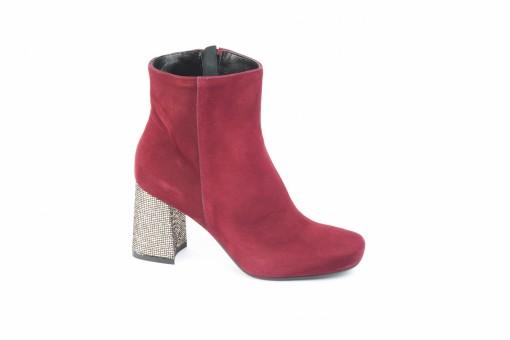 Acquista i tuoi stivaletti autunnali da lucacalzature, scarpe donna e uomo.