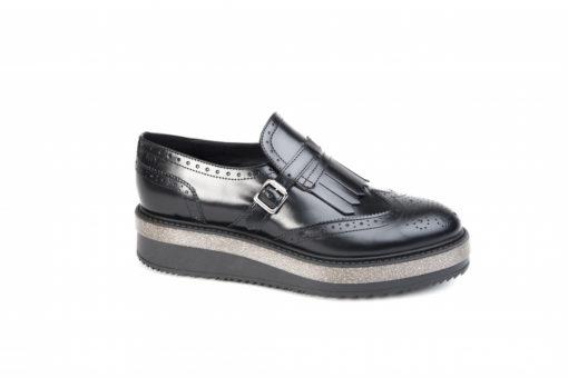 Scarpe sportive da donna, scopri i modelli disponibili sul nostro online e acquista le tue da casa.