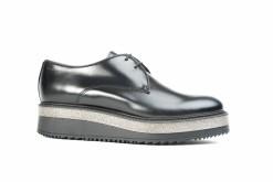 Stringata da donna in pelle nera con suola di gomma, scegli le calzature Sax originali italiane.!