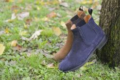 Stivaletto ankle boots in camoscio con suola di gomma leggera e flessibile.