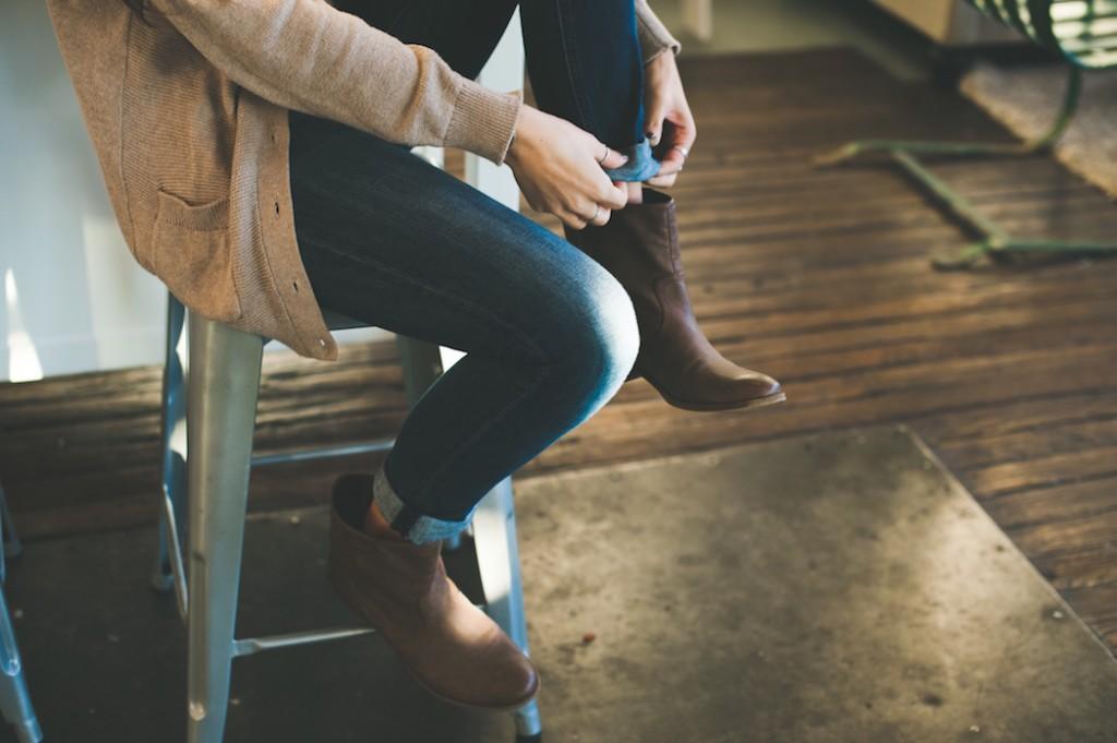 Scarpe da donan e da uomo, stivaletti in saldo.