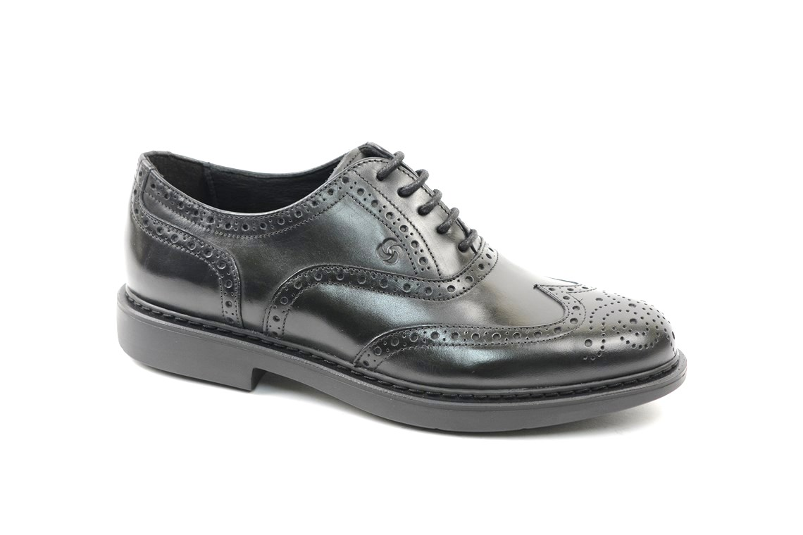 Oxford brogue in leather with rubber sole. – Luca Calzature E-store b4b19dec2e4