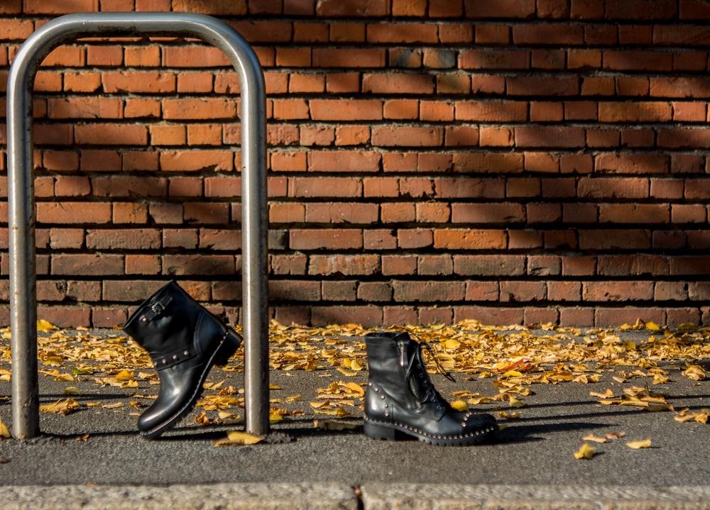 275583ac4b Stivaletti biker in pelle da donna co fondo roccia carroarmato da  lucacalzature,ora anche online. 05. Nov. Moda scarpe autunno/inverno 2015- 2016 ...