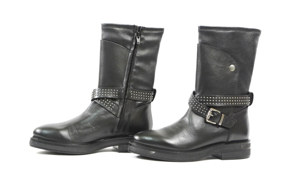 0c75d1d83208f Stivaletto in pelle nera con accessori. – Luca Calzature E-store