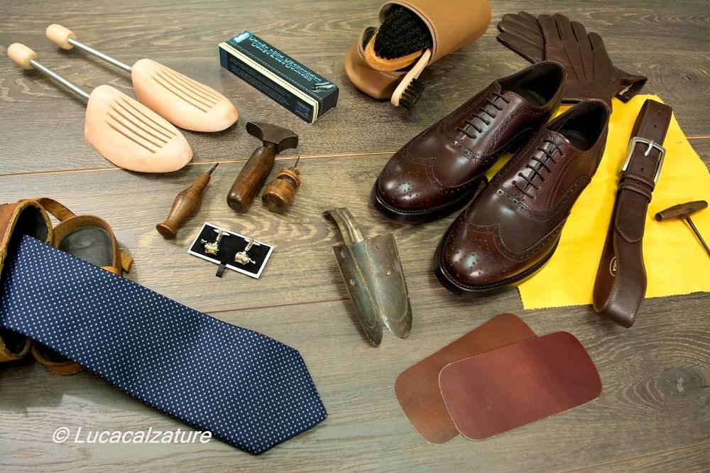 Accessori uomo cura e manutenzione calzature di qualità,lucidi,forme,spazzole e tanti altri prodotti per pulire al meglio le tue scarpe.