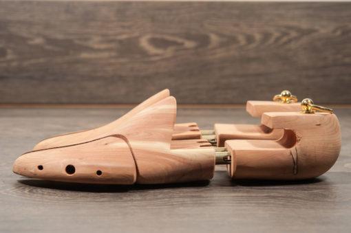 Accessori e cura delle scarpe,forma legno con molla per calzature da uomo.Forma legno cedro .Kit e manutenzione calzature Shoponline Luca