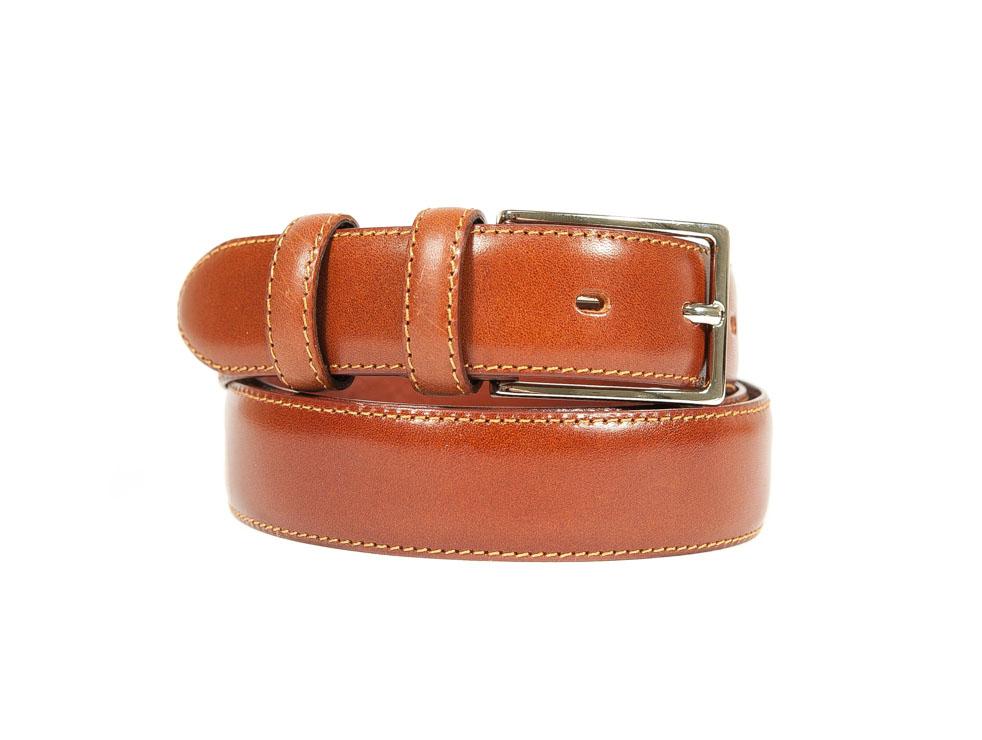 Cintura in vitello classica con fibbia in metallo.