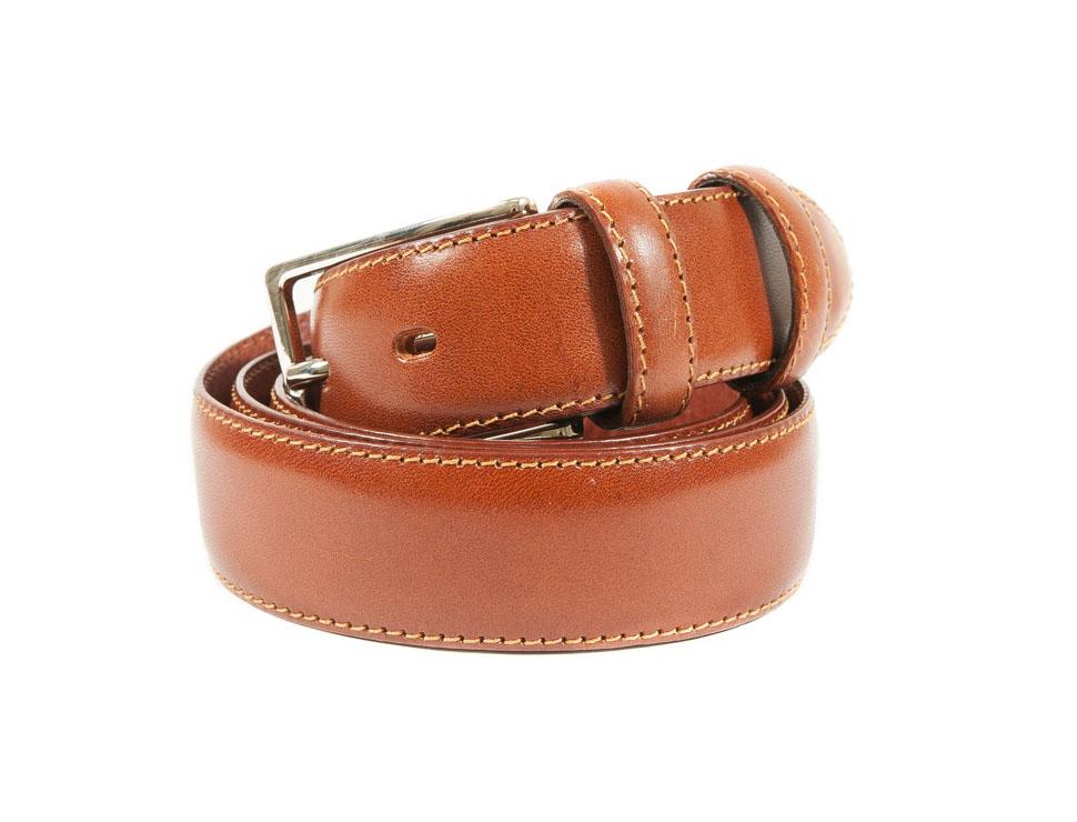 Cintura sottile in vitello con fibbia piccola in metallo.