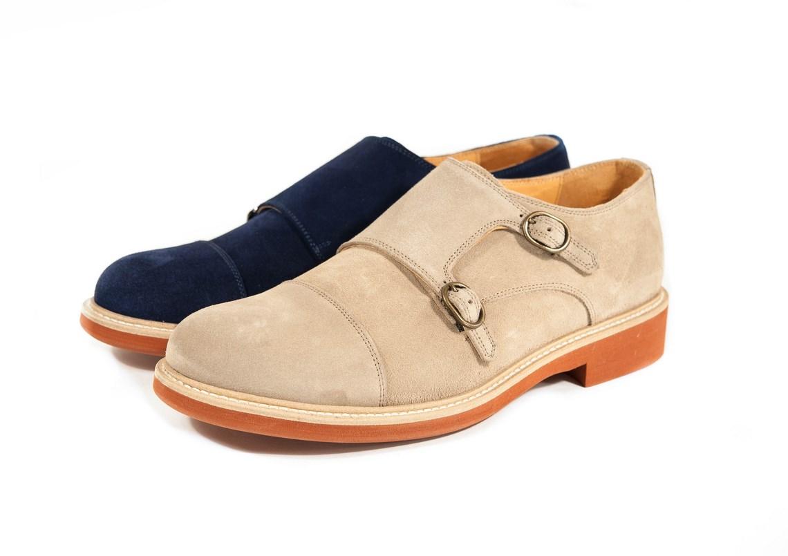 Scarpe da uomo con doppia fibbia in camoscio e suola cuoio più gomma color  mattone. 0f4bb01aeda