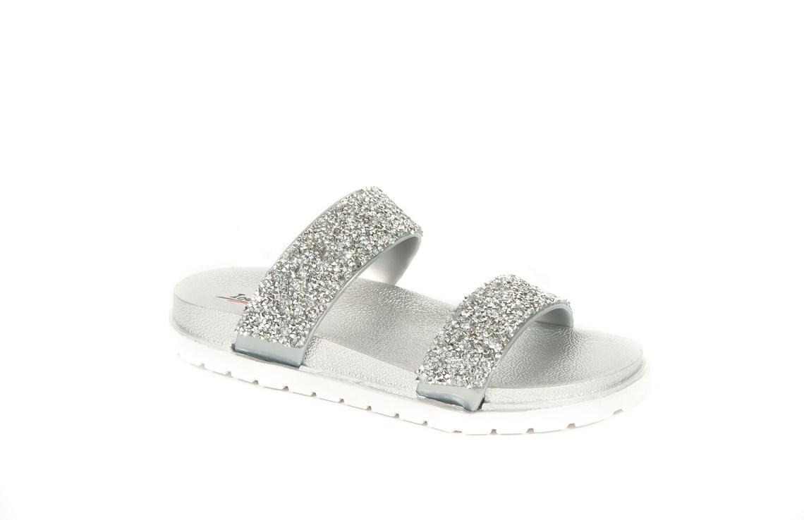 1cfbe70a9338 Scopri i modelli di sandali bassi da donna che fanno per te