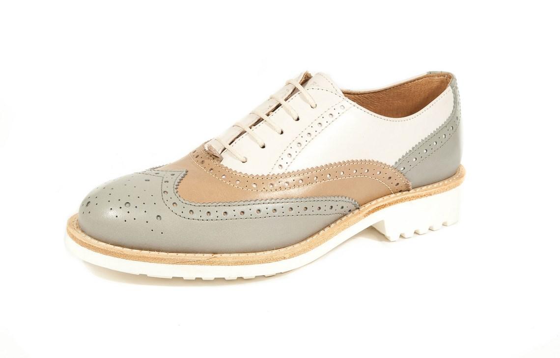 Spedizione e reso gratuiti Scopri tutti i modelli di scarpe da uomo e donna  sul nostro E-store.Scegli tra tantissimi modelli.Stringate tricolore in  pelle ... 7dfda27d3c3