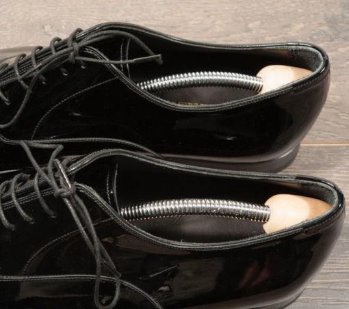 kit da viaggio per la cura e la manutenzione delle proprie calzature ,per scarpe eleganti e sportive,in pelle o in camoscio.Shopping online Luca.Milano.