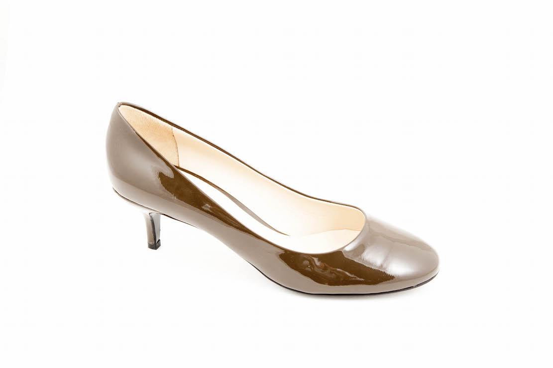 vasta gamma prezzo di fabbrica scarpe da ginnastica a buon mercato Scarpa elegante con tacco basso in vernice.