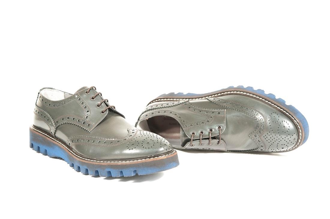 Scarpe classiche da uomo prodotte in italia dai migliori  artigiani.Calzature in pelle 5d857ee8e4a