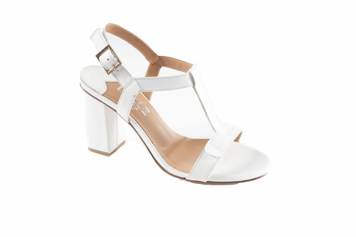 62768f58a3a2 Sandalo classico in pelle con cinturino a t. – Luca Calzature E-store