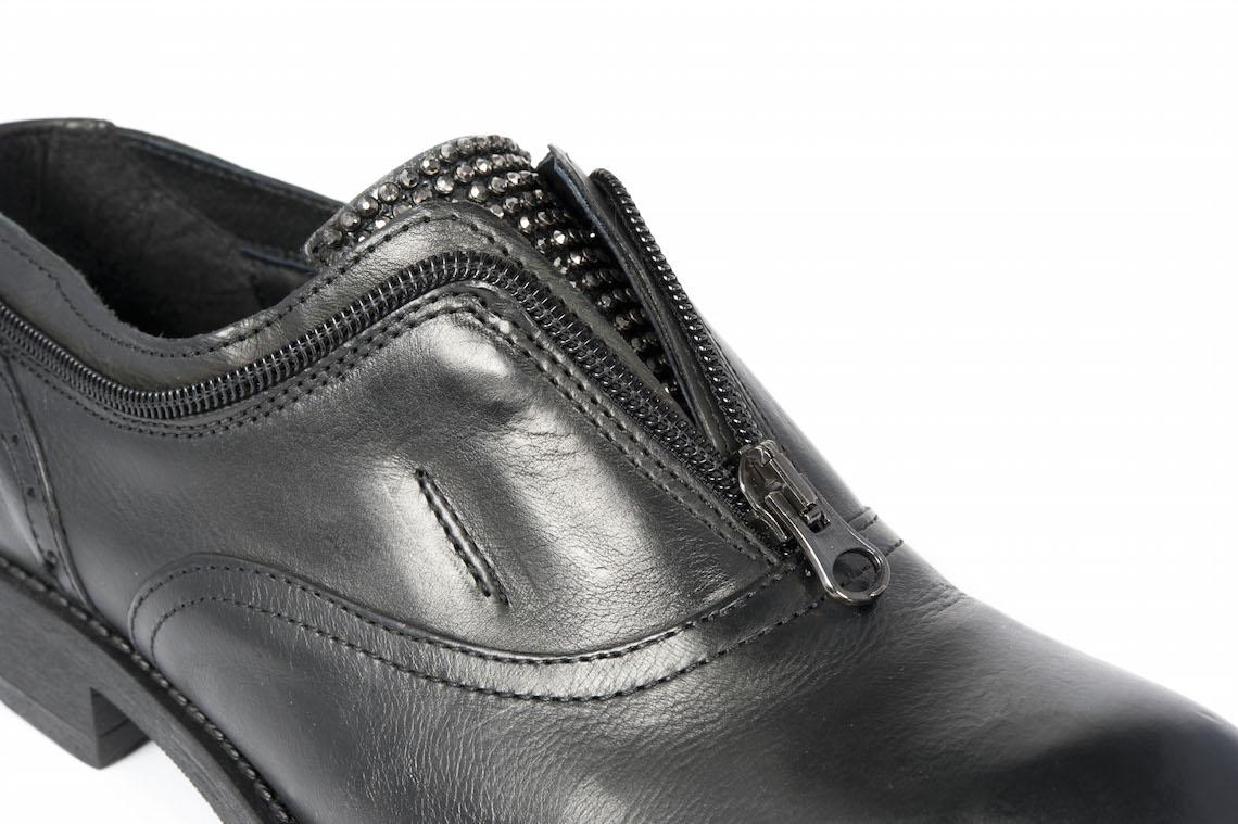 new style 9377c 06c9d Francesina in pelle nera con cerniera.