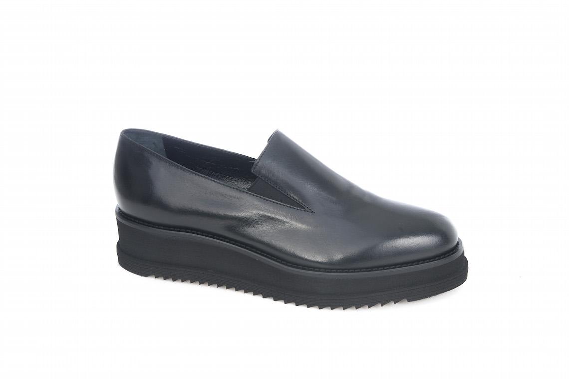 Slipon liscia con elastico in vitello nero. – Luca Calzature E-store 31adbd4de8f