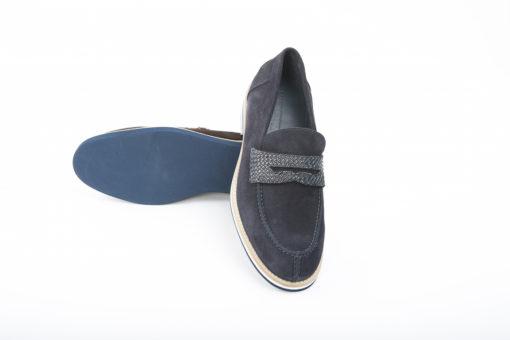 Loafer sportivi realizzati in camoscio,da abbinare a jeans e pantaloni sportivi,scopri di più.
