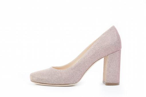 Scarpe da donna con tacco alto,scegli i modelli più glamour che non possono mancare nella tua scarpiera.