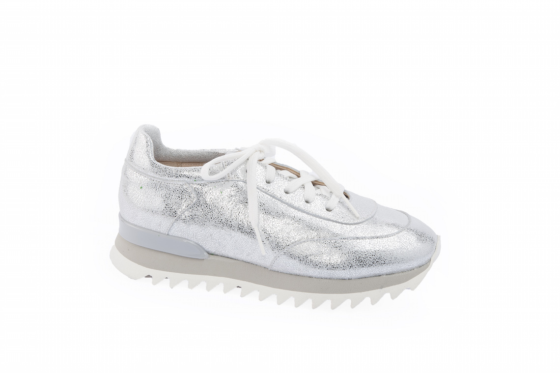 5367d27429 Sneakers donna in pelle argentata.