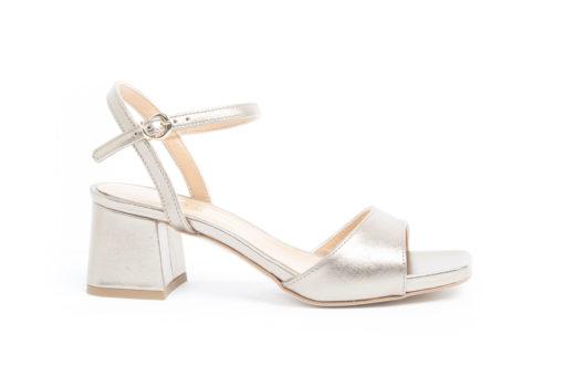 Ampia selezione di sandali da donna eleganti e sportivi,visita il nostro ecommerce di prodotti italiani.