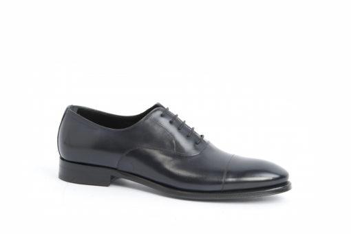 Visita il nostro ecommerce e acquista in sicurezza le scarpe da uomo e i loro accessori per un look da numero uno.
