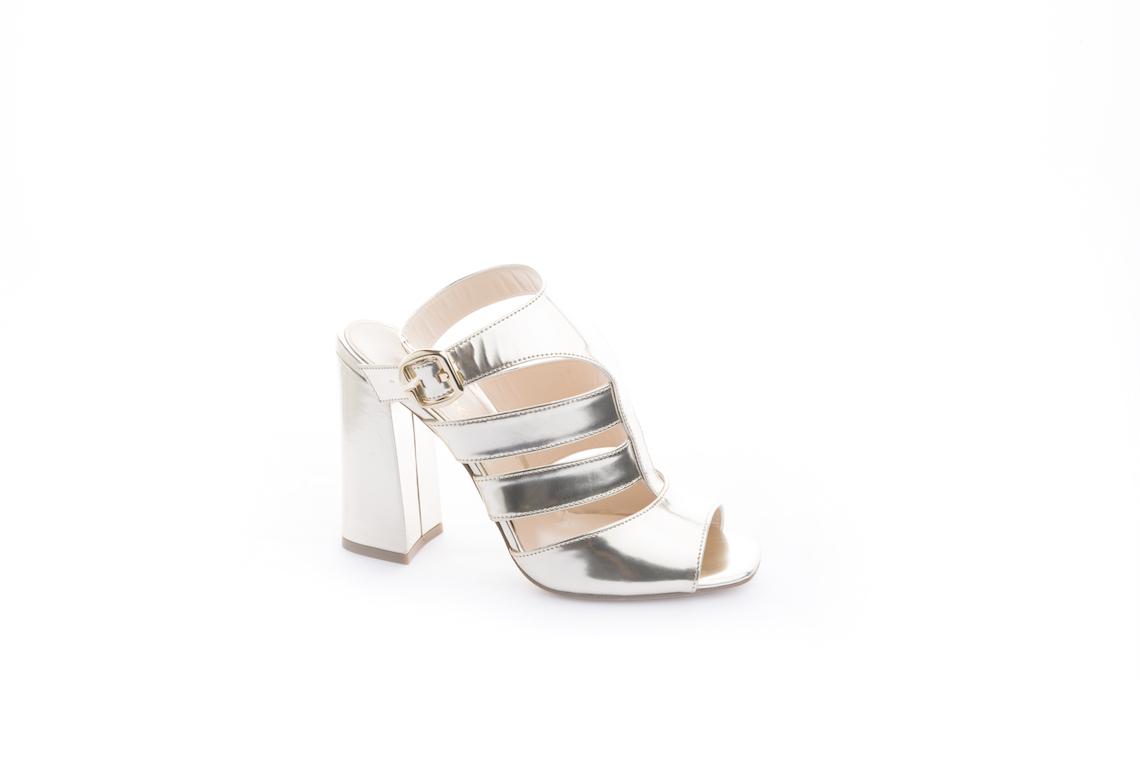 Scegli i tuoi sandali eleganti con i tacchi alti e visita il nostro  ecommerce di calzature · Sandali eleganti in vitello laminato oro ... e1067cc0f3b