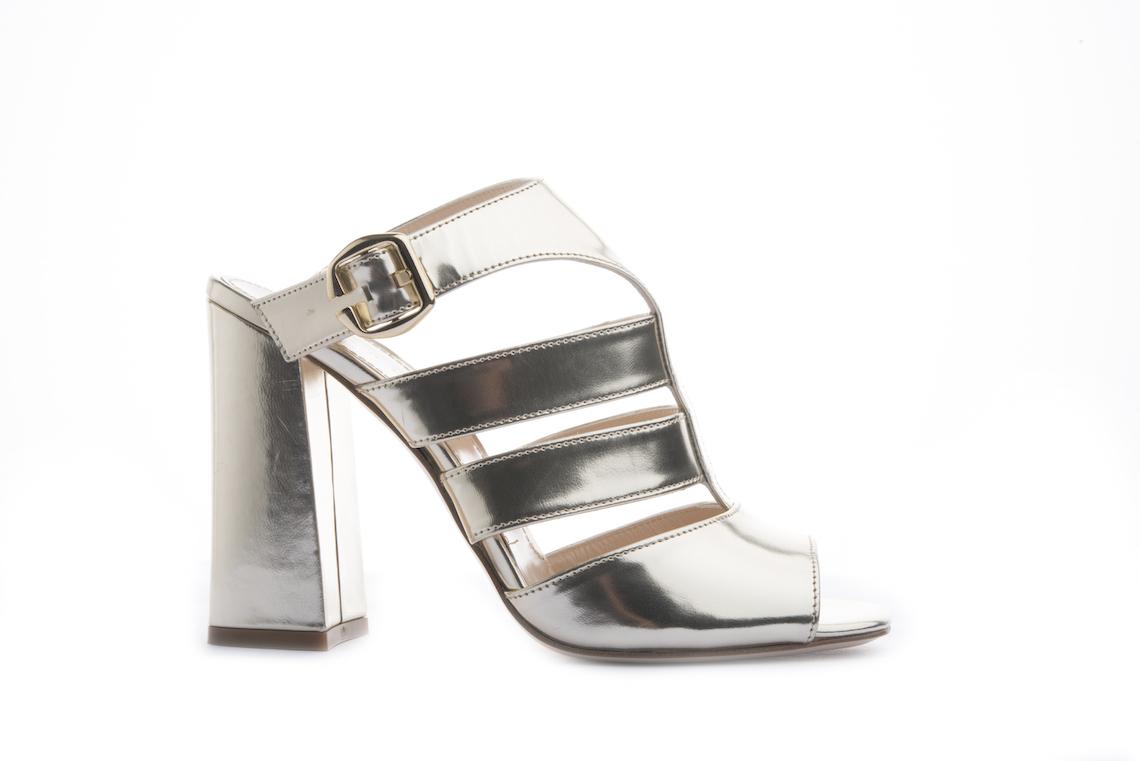 Sandalo elegante in vitello laminato oro. – Luca Calzature E-store bedb99a1d38