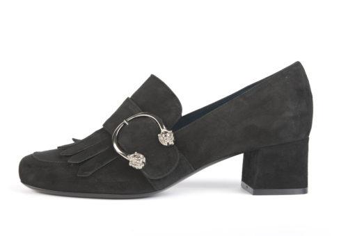 Scegli le scarpe da donna elegani e classiche Lucacalzature milano.