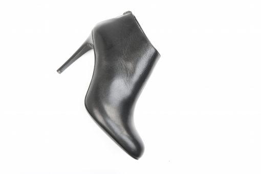 Scegli i modelli invernali sul nostro shoponline luca, scarpe donna e uomo.