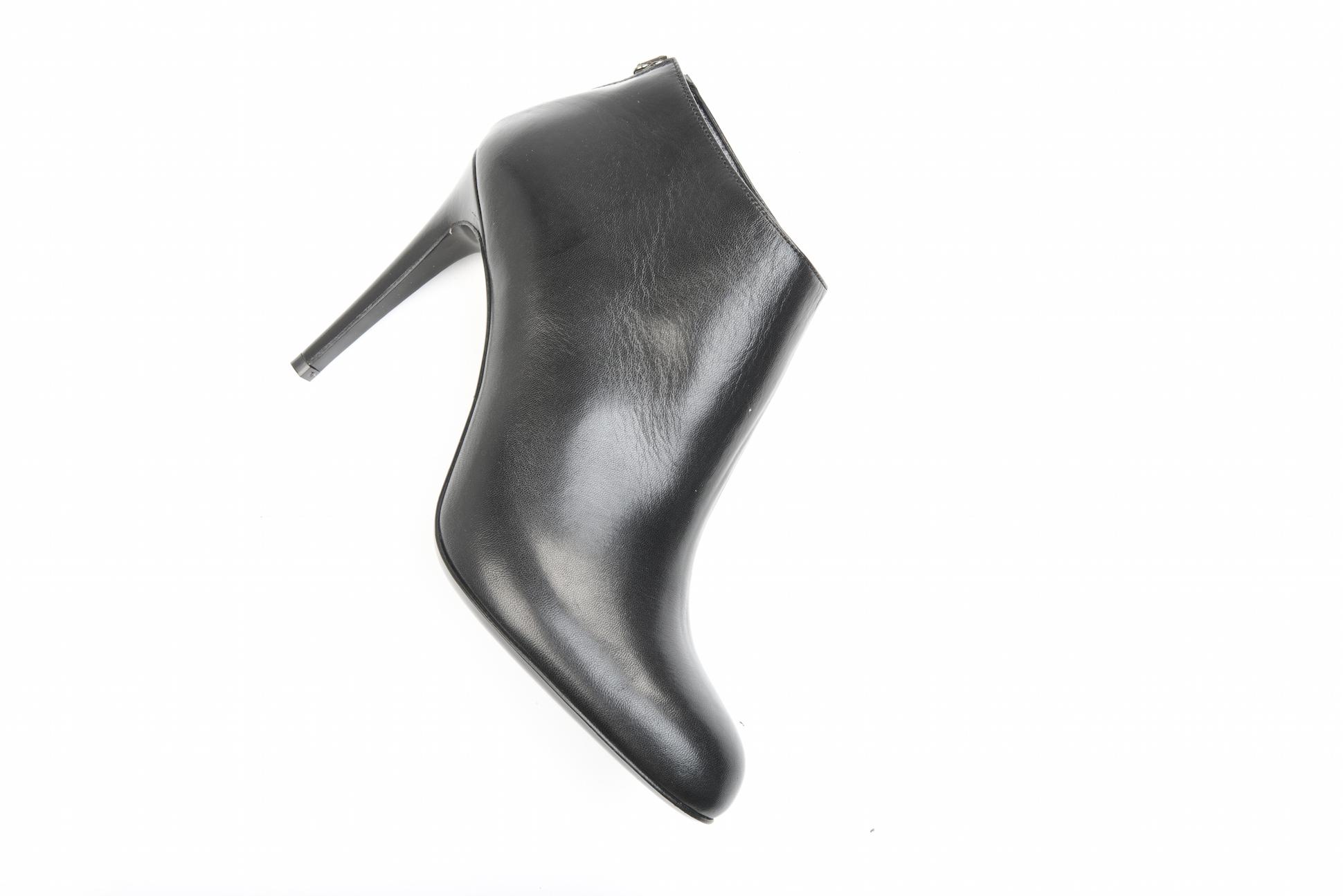 nuovo design la più grande selezione del 2019 più amato Stivaletto tronchetto in pelle nera con tacco a spillo.