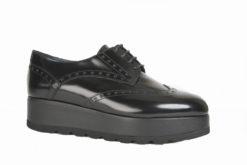 Stringate da donna alla moda, tacchi bassi sportive calzature italiane.